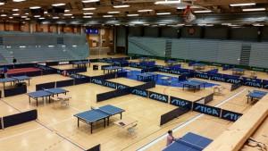 Del 1 av hallen, kl.2000 29/1, ferdig rigget.. Tre idrettshaller i en hall..